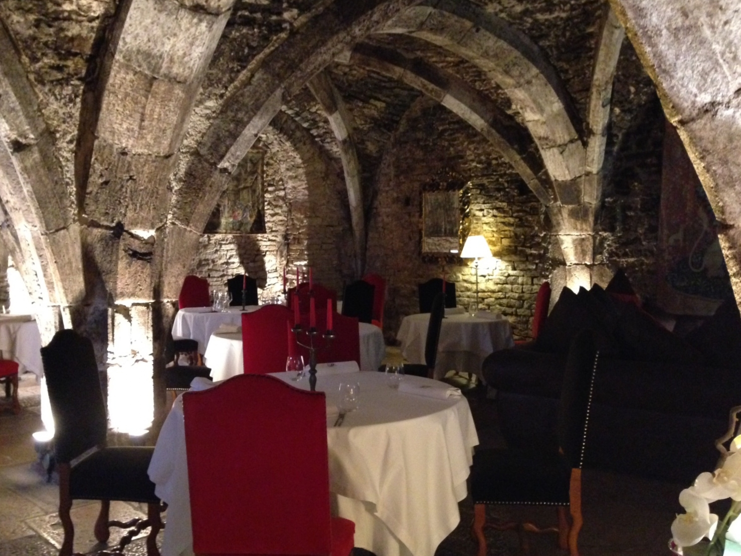 Abbaye de Maizières: the cellar restaurant and lobby .