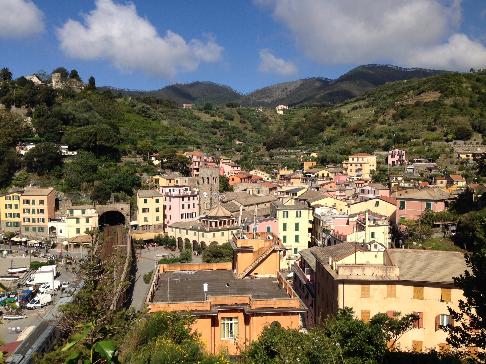 Monterosso: the view from the trail to Vernazza after 10 minutes or so.