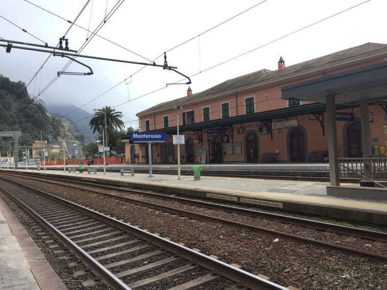 Monterosso Station, Cinque Terre: Our train to Pisa was delayed 15 minutes so we missed our connection.