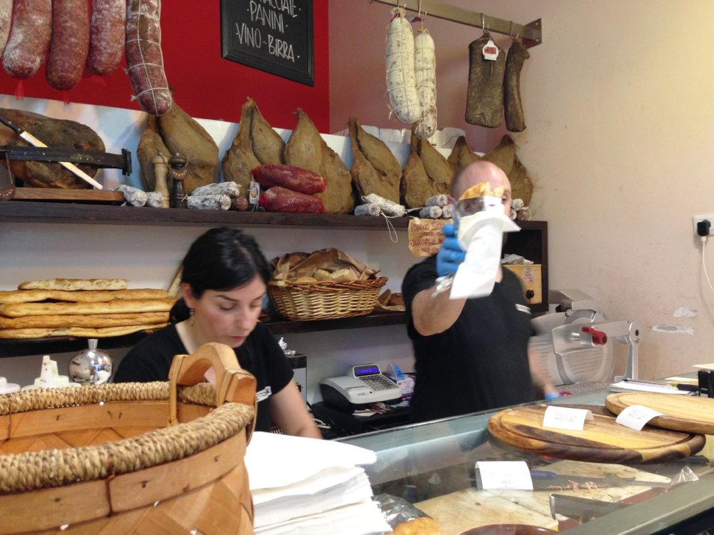 Pana e Toscano: getting a Tuscan sandwich is an experience not to be missed!